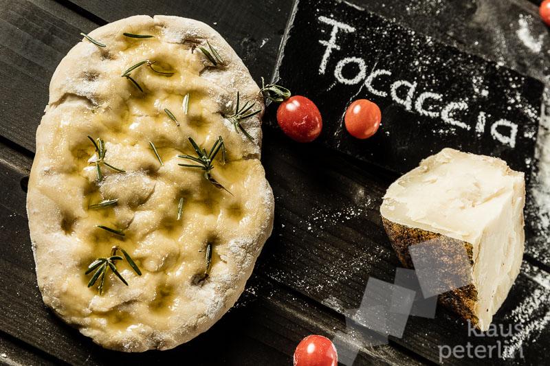 Rezept: Focaccia mit Pecorino und  Schinken