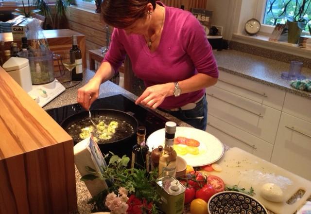 Bildergalerie: Zweierlei Tomatensalat mit gebackener Mozzarella